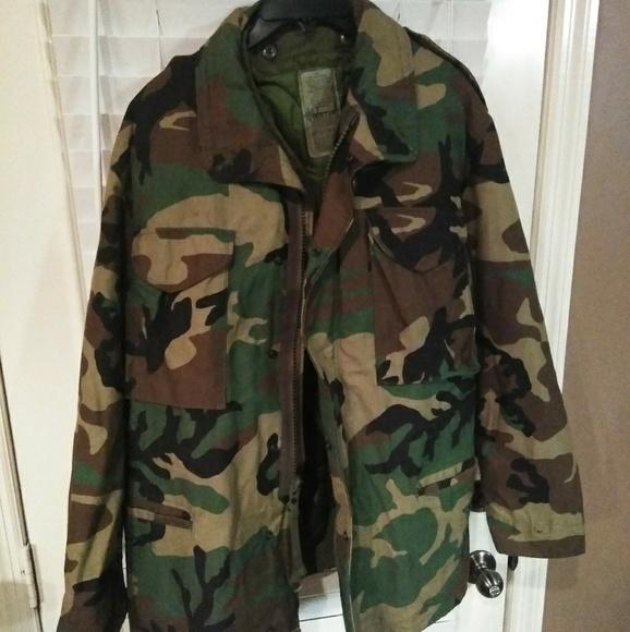 4c866b1d1c026 Military M-65 Woodland Camo Field Jacket w/ Liner.  M_5c48c396534ef93f06c0988e